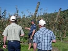 Simon Easton, Wairepo Orchards with USA growers